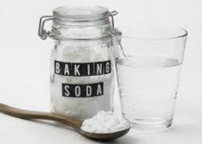 Picture representation how baking soda remove paint from wood