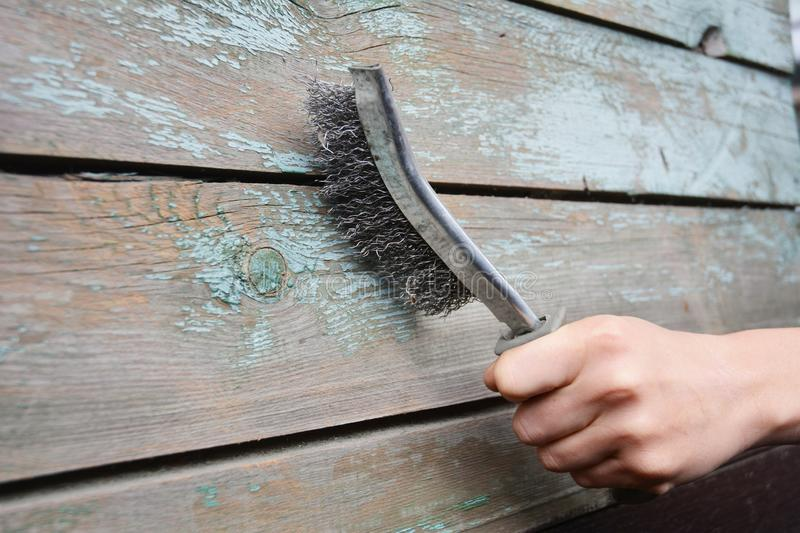 How to use Wire Brush To Remove Paint From Wood